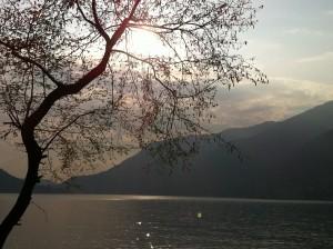 il lago di como in autunno