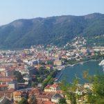 Passeggiare nel borgo di Brunate fino al Faro Voltiano