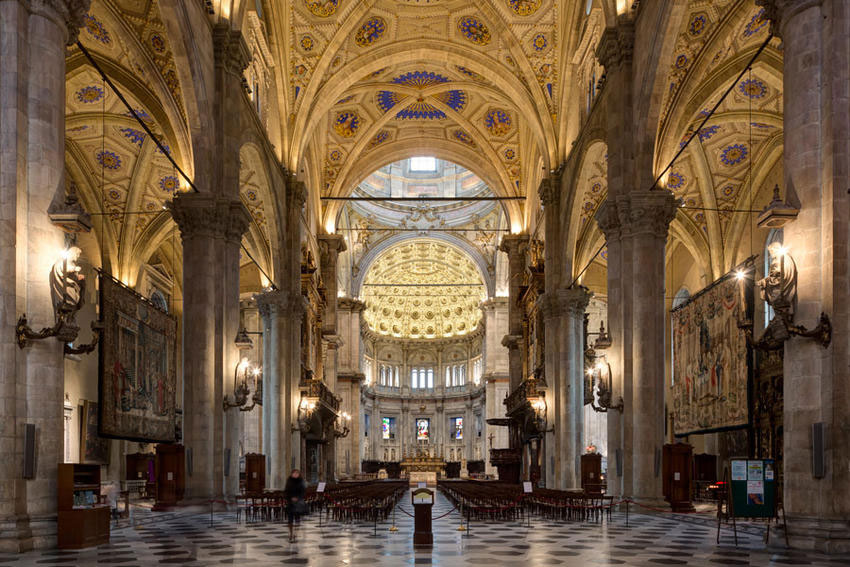 Como's Cathedral interiors