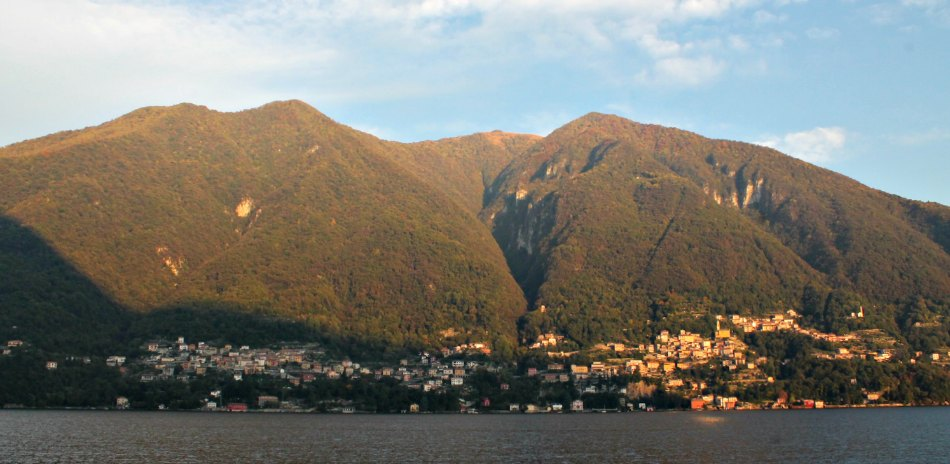 Foliage colors on Lake Como